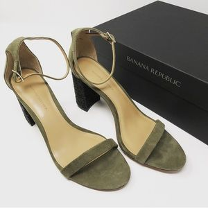 Banana Republic olive green block strap heel 7.5